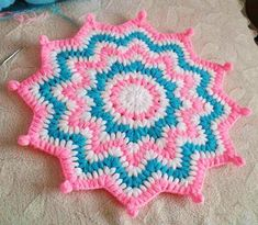 This Pin was discovered by azi Crochet Placemats, Crochet Potholders, Crochet Doilies, Freeform Crochet, Crochet Diagram, Free Crochet, Crochet Crafts, Crochet Projects, Crochet Designs