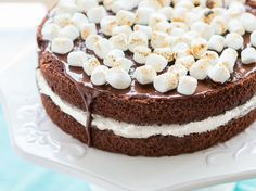 Chocolate and Marshmallow Cake - Que Rica Vida