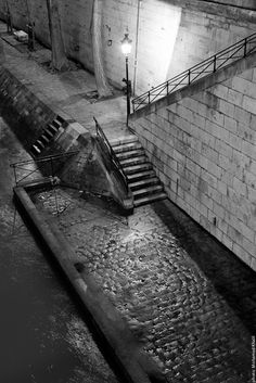 Charming place @ Ile Saint Louis to have a walk by night.     Picture taken by Mohamed Khalil  http://jeudepaumehotel.com/ile-saint-louis/