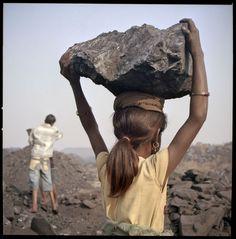 Child Labour.  Children working in the mines in India. Kalaheera © Thomas Vanden Driessche