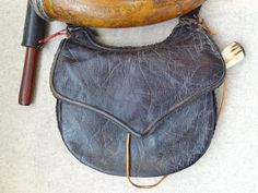 Contemporary Makers: Hunting Pouch and Powder Horn by Gary Birch Longhunter, Powder Horn, Hunting Bags, Mountain Man, Leather Projects, Leather Working, Hunters, Trekking, Pouches