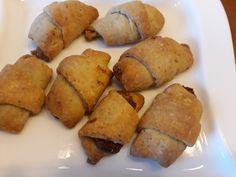 Rumänische Nusshörnchen aus Sauerrahmteig, ein sehr schönes Rezept aus der Kategorie Kekse & Plätzchen. Bewertungen: 59. Durchschnitt: Ø 4,3.
