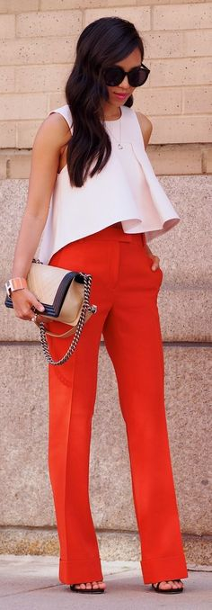 ▷ Ideas for a chic outfit + looks for fun .- ▷ Idées pour une tenue chic + des looks pour les diverses occasions woman chic outfit in white and orange ruffled top and bag clutch with metal chain - Street Mode, Street Style, Komplette Outfits, Casual Outfits, Winter Outfits, Work Outfits, Office Outfits, Summer Outfits, Work Fashion