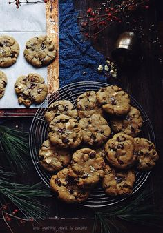 chewy brown butter pistachio cookies with cranberries & chunks of white chocolate | une gamine dans la cuisine