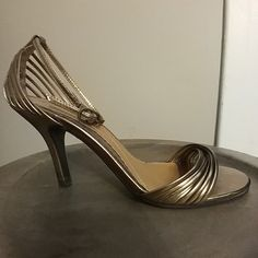 🔥CHINESE LAUNDRY 🔥METALLIC SANDALS PRE-OWNED, GENTLY USED!  MINOR SIGNS OF WEAR. SEE PHOTOS.IF YOU HAVE ANY ADDITIONAL QUESTIONS, PLEASE ASK BEFORE YOU PURCHASE! THANK YOU ☺ Chinese Laundry Shoes Heels