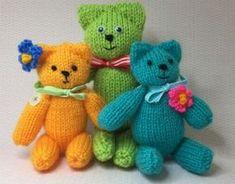 Gratis breipatroon van een eenvoudig te maken beertje. Voor kinderen en beginners. Meer gratis breipatronen op knitkids.nl Baby Hat Knitting Pattern, Loom Knitting, Knitted Dolls, Knitted Hats, Teddy Beer, Baby L, Crochet Geek, Knitted Animals, Baby Hats