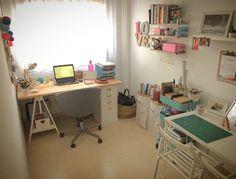 Workspace / carrito Raskog / Le sac en papier / Skruvsta office chair / Escritorio: tablero Gerton con caballete Finnvard y cajonera Klimpen / String shelves / Desk / officecorner
