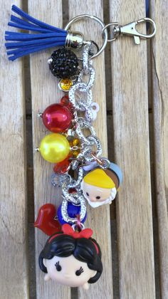 OOAK Disney TsumTsum Princess Snow White and Happy Dwarf Inspired Purse Charm / Keychain Kawaii Heart and star charms by DCompany on Etsy Disney Couture Jewelry, Disney Keychain, Disney Wishes, Tsumtsum, Disney Tsum Tsum, Clays, Disney Crafts, Princesas Disney, Disney Style