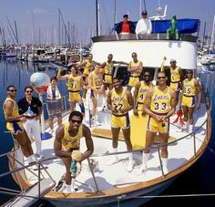 The Showtime Lakers flexing on a boat in klutchMamba Basketball Art, Basketball Pictures, College Basketball, Basketball Players, Nba Pictures, Basketball Memes, Basketball History, Jordan Basketball, Showtime Lakers