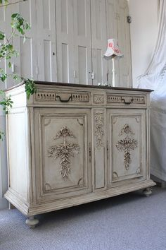 My style chair - wood furniture Diy Mirrored Furniture, Paint Furniture, Repurposed Furniture, Furniture Makeover, Vintage Furniture, Antique Wallpaper, Shabby, Vintage Dressers, Style At Home