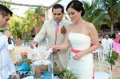 Ceremonia de la luz, ideal para tu boda en playa por Bodas Huatulco