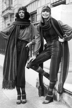 Retro Fashion Fashion Photos and Style Icons - Trends and Fashion - A look back at the stylish decade that continues to inspire. Seventies Fashion, 60s And 70s Fashion, Fashion Vintage, Seventies Outfits, Look Vintage, Vintage Mode, Vintage 70s, Vintage Gypsy, Foto Fashion