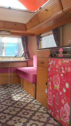 Miss Eriba Triton - Caravanity Retro Caravan, Caravan Decor, Camper Caravan, Camper Interior Design, Motorhome Interior, Caravan Makeover, Caravan Renovation, Vintage Motorhome, Vintage Caravans