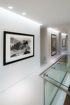 art gallery walls: Daniel's Lane Residence by Blaze Makoid Architecture