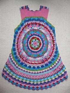 LUL's Flower Power Vest - Free crochet pattern in English and Danish by Lene Unmack Larsen.