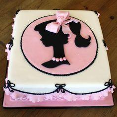 torta per compleanno ragazza con cammeo
