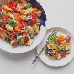 Italian Panzanella Recipe And Photos Italian Bread Salad, Vegan Appetizers, Summer Bbq, Bruschetta, Vegetarian Recipes, Side Dishes, Roast, Forks