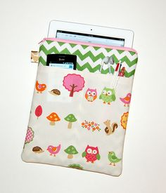 OWLS and NATURE - iPad 1 or 2 / New iPad / Tablet PC Padded Sleeve Case Cover with 3 Pockets