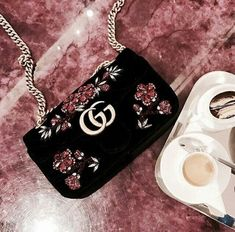 Gucci handbags and accessories, the main bags on designer bags . - Gucci handbags and accessories, the main bags on Designer bags … - Prada Handbags, Prada Bag, Fashion Handbags, Purses And Handbags, Fashion Bags, Cheap Handbags, Fashion Goth, Coach Handbags, Gucci Purses