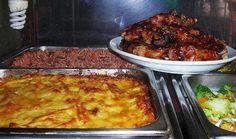 Pastelon de papas, pollo al horno, moro de habichuela rojas y ensalada de vegetales.