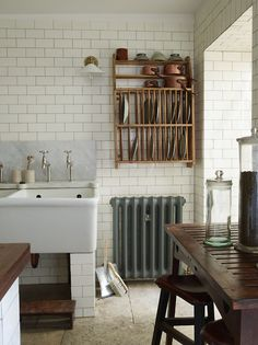 Love the steam radiator, so glad that some people don't modernize everything. It all looks so classic, comfortable......home.