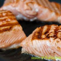 Grilled salmon with cucumber dill sauce Creamed Cucumbers, Cucumbers And Onions, Sour Cream, Cucumber Dill Salad, Grilled Salmon, Fish Dishes, Salmon Recipes, Grilling, Onions