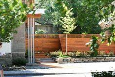 clôture-jardin-bois-lamelles-claire-voie-bordure-pierre-naturelle
