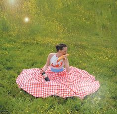 buttercup    The spontaneous picnic dress.    Made from 3 different food related fabrics, the Buttercup dress lets you have a festive meal    wherever you are.         Plastic bid, kitchen towel, table cloth