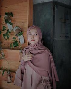 Photography Poses Women Selfie Models 43 Ideas For 2019 Casual Hijab Outfit, Hijab Chic, Hijab Dress, Hijabi Girl, Girl Hijab, Hijab Style Tutorial, Modele Hijab, Hijab Fashion Inspiration, Photography Poses Women