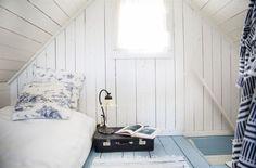 Sovloftet. Här på sovloftet har Anna sin säng efter att hon tagit bort sovrummet på nedervåningen.