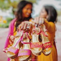 Oh the cool mehendi footwear we are spotting these days! Brides are not afraid to go all out quirky, and we love it! Here are some brides who took things up a notch with their bridal mehendi footwear,. Long Kurti With Skirt, Desi Wedding Decor, Wedding Ideas, Wedding Inspiration, Indiana, Bridal Heels, Bride Sister, Bride Photography, Wedding Shoes