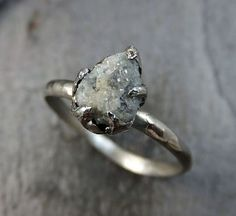 Raw cut diamond. Great style. Rose Gold instead of sliver. Like the plain band