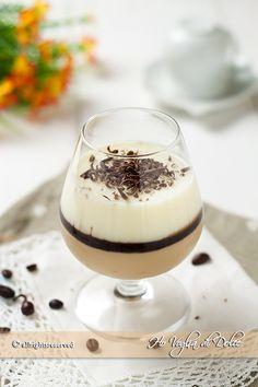 Panna cotta bigusto caffè e vaniglia un pratico dolce al cucchiaio facile e veloce da preparare. Un dolce fresco e senza uova da servire in bicchierini