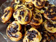 Σφολιατίνια με σοκολάτα γλυκά μπισκότα για τον καφέ με 3 υλικά!! Onion Rings, Doughnut, Muffin, Pork, Cookies, Breakfast, Ethnic Recipes, Sweet, Desserts