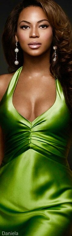 Green Light Beyonce, International Style, Beyonce Knowles, Colorful Fashion, Green Fashion, Green Silk, African Beauty, Festival Outfits, Beautiful Gowns