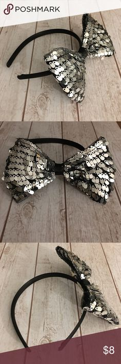 ❤️ DISNEY Oversized Sequined Bow Headband❤ Kids Size. Satin wrapped band. Smoke and pet free. #disney #disneyhairaccesories #disneybow #silverbow #sequinbow #sequinedbow #sequinheadband #cuteheadband #glamourheadband Disney Accessories Hair Accessories