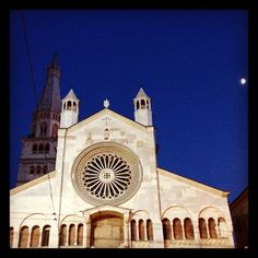 The Duomo at moonlight in #Modena, my aperitivo was great! Now for dinner :) #blogville - Instagram by @journeytom