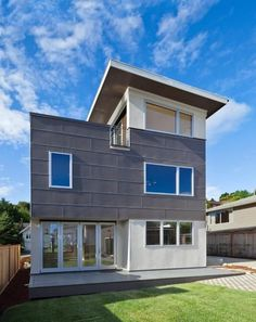 The Aurora Greenfab 2100 Series achieves energy efficiency in a modular, compact frame. With an open floor plan, automatic sliding doors, and a rooftop deck, the home makes for a comfortable family home that leaves a light footprint.
