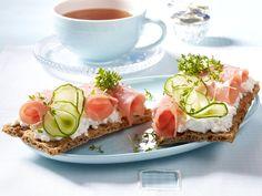 Gesundes Frühstück - der Fit-Start in den Tag! - knaeckebrot-frischkaese-lachsschinken  Rezept