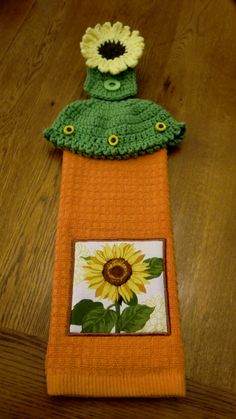 Towel holder with sunflower -  the free pattern is at: http://www.crochetnmore.com/nosewtoweltopper.htm