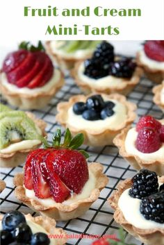 Shortbread-crusted tarts filled with a light, creamy custard filling (microwaved) and topped with fresh fruit of your choice Köstliche Desserts, Delicious Desserts, Dessert Recipes, Tart Filling, Custard Filling, Mini Fruit Tarts, Eat Dessert First, Tart Recipes, Mini Cakes