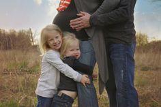 Maternity Pictures with Older Siblings/Children | www.daubeedesignsphotography.com | Daubee Designs Photography | Taylor Daubenberger