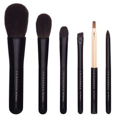 The Chikuhodo Z Series 6-Piece Brush includes the brushes Z-4 cheek and highlighting brush, Z-5 eye shadow brush, Z-6 eye brow brush, Z-7 lip brush, Z-9 powder brush, and Z-10 eye shadow brush.