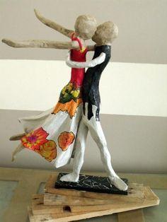 Sculpture de Couple de danseurs en papier mâché