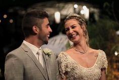 Casamento de Luana Piovani e Scooby. #casamentos2013 #famosos #LuanaPiovanieScooby #vestidodenoiva #bege #crochet