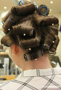 Vintage Glamour, Vintage Beauty, Sleep In Hair Rollers, Roller Set, Curlers, Beauty Shop, Perm, Daniel Wellington, Hair Styles