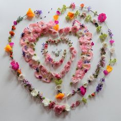 hartlabyrint -gemaakt met bloemen uit mijn tuin Jewelry, Jewlery, Jewerly, Schmuck, Jewels, Jewelery, Fine Jewelry, Jewel, Jewelry Accessories