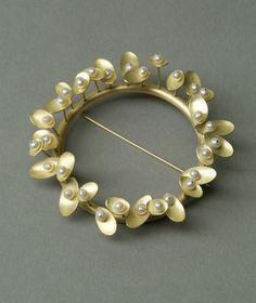 KAYO SAITO  Brooch 18 ct Gold, fresh water pearls
