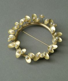 KAYO SAITO  Brooch 18 ct Gold, fresh water pearls