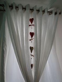 Enfeite com corações...para porta ou para pendurar junto com a cortina